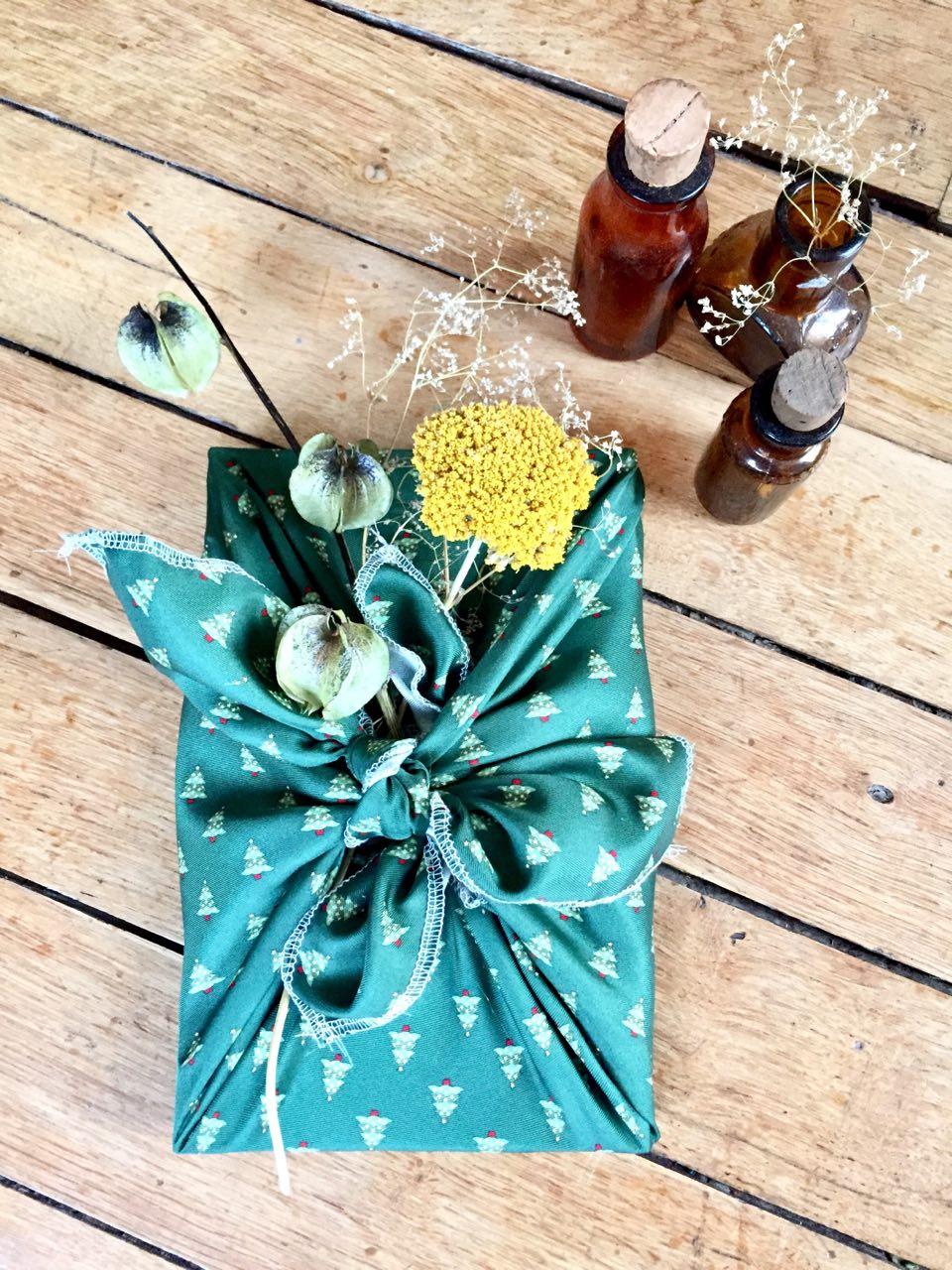 Emballage cadeau réutilisable appelé Furoshiki petit format
